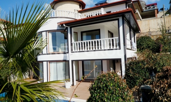 Luxury Villa with Rich Facilities in Alanya, Triplex and 3 Bedrooms 5