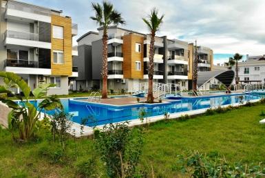 آپارتمان دو خوابه با حیاط اختصاصی در لارا آنتالیا