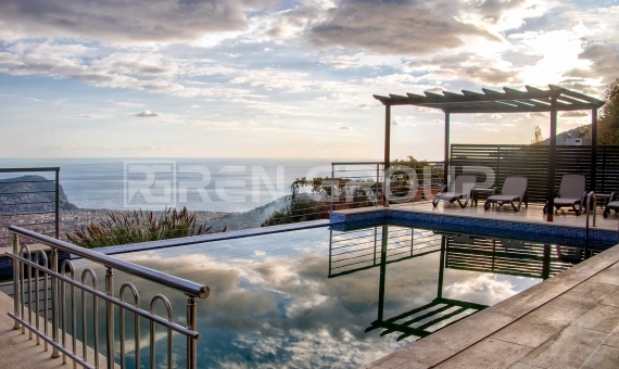 Seafront Villa with Private Pool in Alanya 3